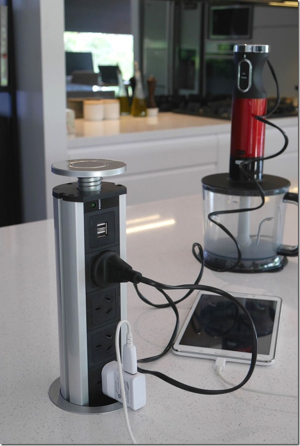 Retractable 4 point power socket tower with 2 USB ports