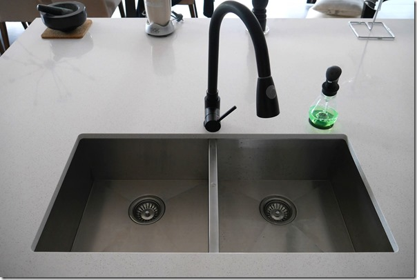 Double stainless steel kitchen sink 840mm (W) x 400mm (D) x 200mm (H)