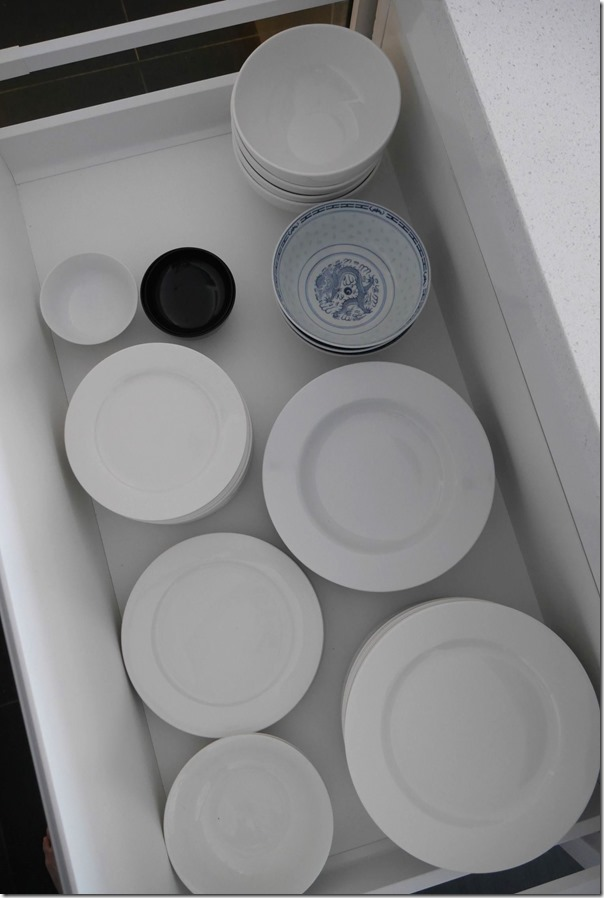 Side plates, dinner plates and bowls drawer